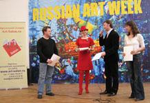 Олег Мосалев поздравляет победителя конкурса РУССКАЯ ЗИМА Андрея Солдатенко